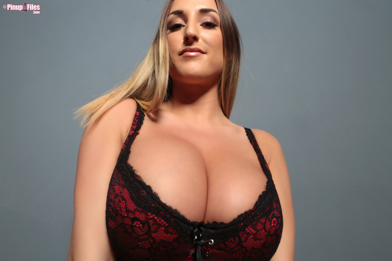 Busty model the movie boobs blonde blog