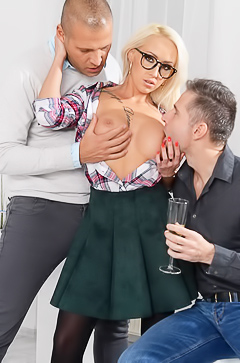 Christina Shine In Glasses Gets Fucked