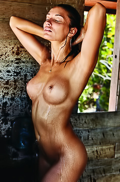 Wet And Sexy Playmate Dana Taylor