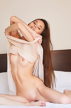 Leona Mia - Hottie satisfies her sex needs in comfy bed