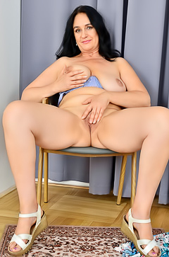 Chubby Ria Black licks her own big boobs