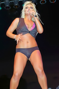 Brooke Hogan looking fine on stage